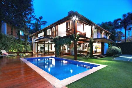 游泳池壁纸的现代房子