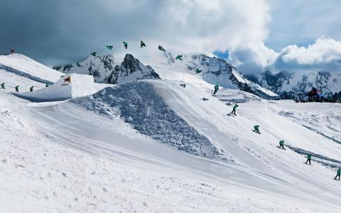 滑雪跳跃壁纸