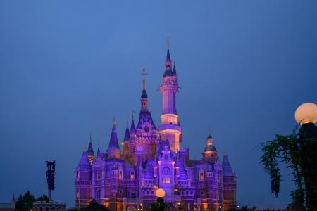 夜幕下的奇幻童话城堡