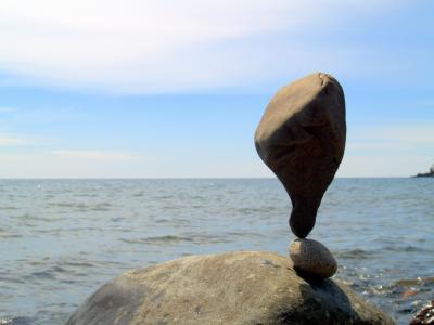 平衡岩壁纸