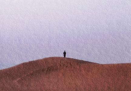 孤独一个人的背影