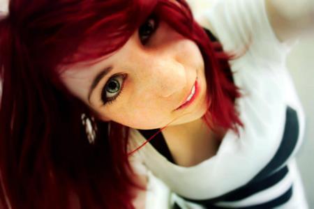 可爱的红发女孩壁纸