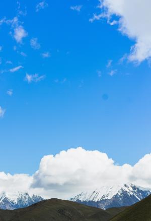 晴朗蔚蓝的天空