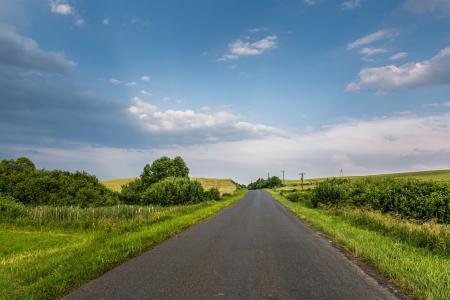 笔直悠长的乡间马路