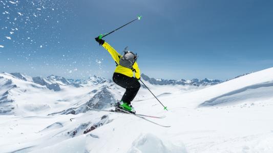 惊险刺激滑雪运动