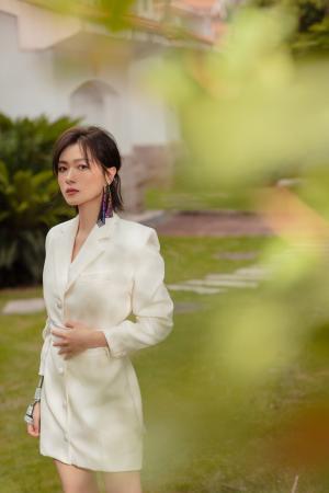万茜白色连衣裙唯美写真