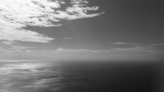 灰色的海洋壁纸