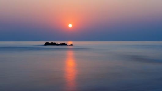 海上迷人落日景色