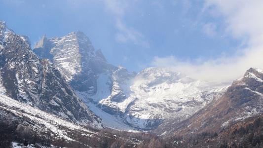雪山优美迷人风光