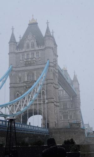 伦敦塔桥唯美迷人雪景