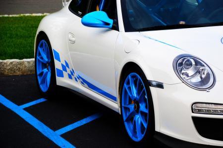 蓝色的外缘白色保时捷壁纸