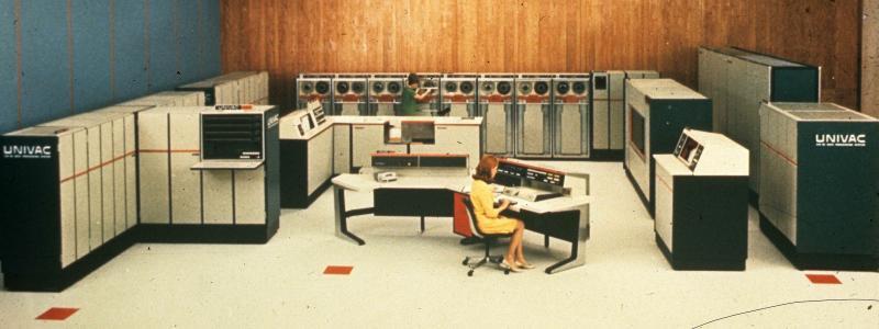 旧的Univac服务器室壁纸