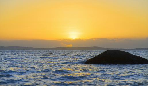 海上日落唯美景色