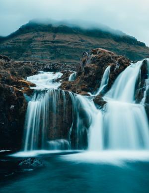 瀑布壮观迷人景色