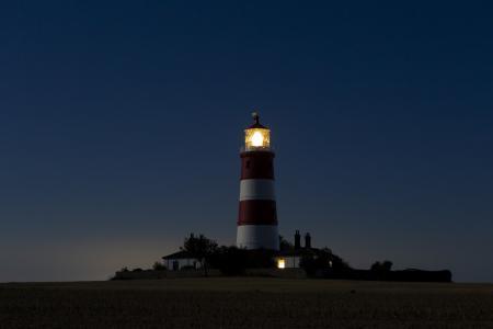 夜幕下的灯塔