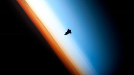 航天飞机在轨道高清壁纸