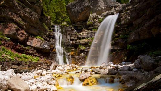 壮观优美的瀑布