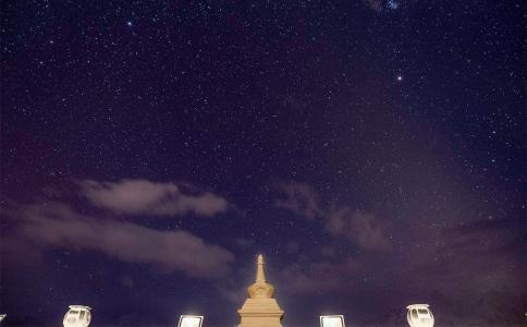 夜晚唯美璀璨的星空