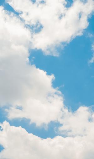 蓝天上的迷人白云