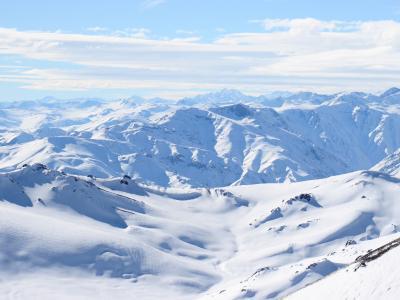 白色的雪山壁纸