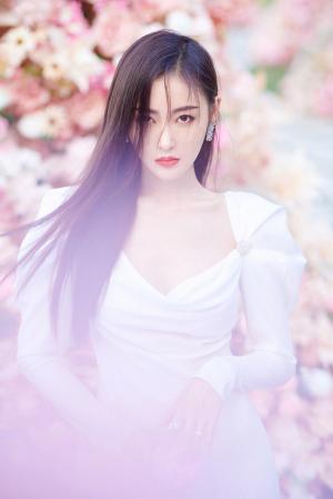 张天爱白色长裙超美写真