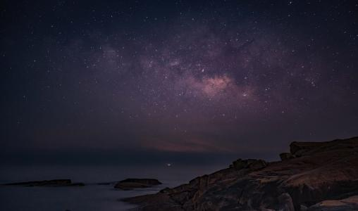 夜晚星空璀璨美景